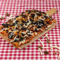 SUGO pizza | Gekarameliseerde ui & walnoot